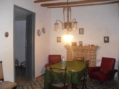 Fabuloso salón comedor con chimenea en planta baja. Solicite más información a su inmobiliaria de confianza en Benidorm  www.inmobiliariabenidorm.com