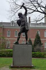 Signer Statue