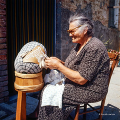 Ascoli com'era: Offida, produzione di merleto a tombolo (197?)