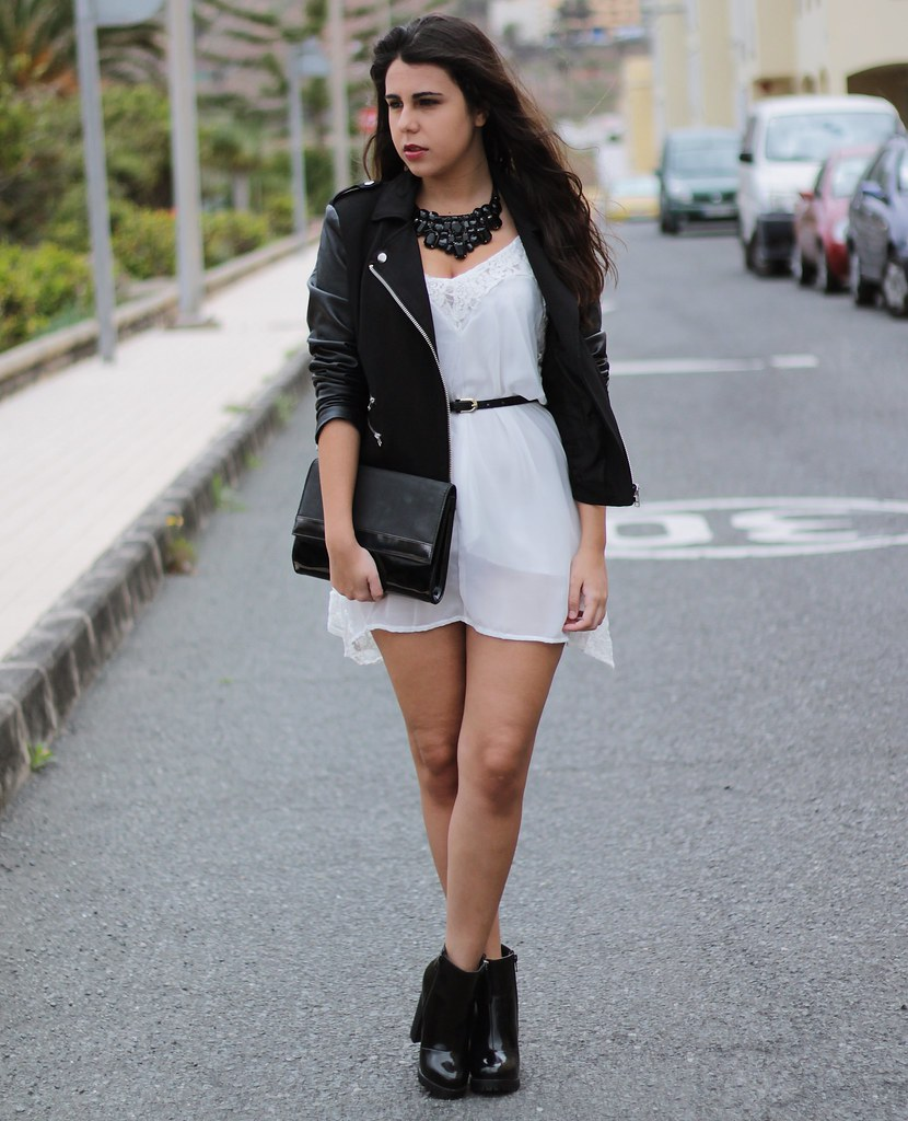http://www.anunusualstyle.com/2015/04/white-dress.html