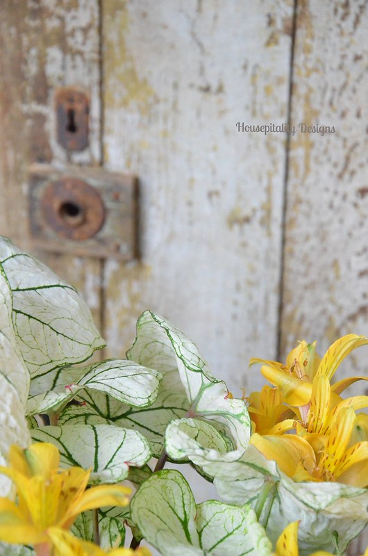 Vintage door/flowers-Housepitality Designs