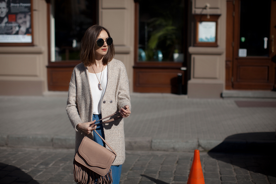 round-sunglasses-fringe-bag-outfit-street-style-70s-trend