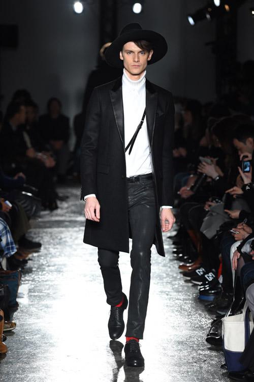 FW15 Tokyo 5351 POUR LES HOMMES ET LES FEMMES002_Douglas Neitzke(Fashion Spot)