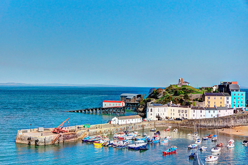 castle wales boats seaside harbour lifeboat fishingboats pembrokeshire tenby townhouses sirbenfro mabjack