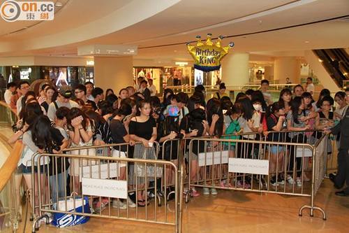 G-Dragon_HarveyNichols-COLOMBO_VIA_DELLA_SPIGA-HongKong-20140806 (26)
