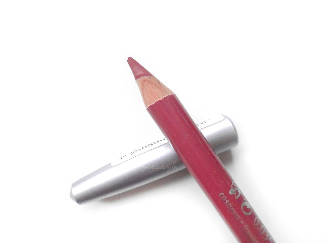 essence lipstick eyeliner