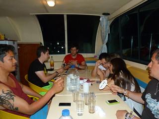 Jugando al Party en el barco-casa de Amieira Marina