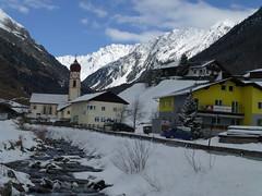 Niederthaier Kirche und Gasthof Zur Sonne