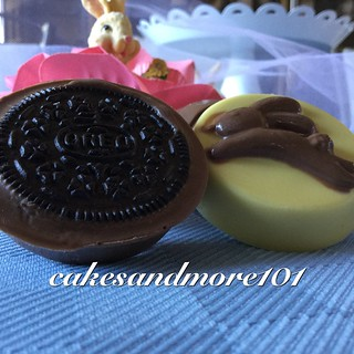 Easter Oreos and Chocolate EggsHelp out the Easter bunny!  Fill your Easter baskets with homemade sweets and chocolates. More at cakesandmore101  #easter #chocolate #candy #Oreocookies  #easy dessert #baking