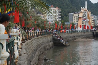 Spectators lined up to watch the boat races