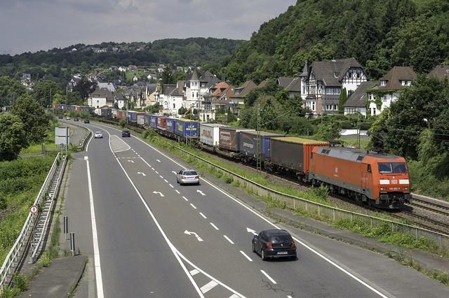 Linz Am Rhein DB 152 52 met een Huckpacktrein richting Koblenz