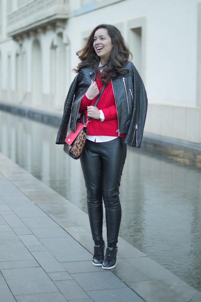 Sorprende con tu look casual con leggins de cuero