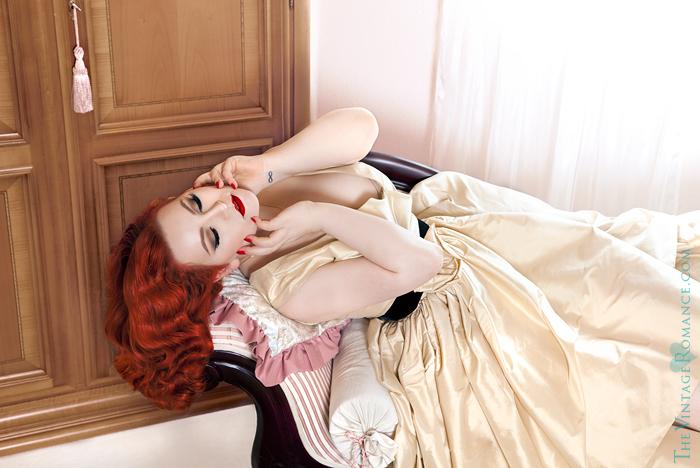 16_The-Vintage-Romance-ela-siromascenko-champagne-dress-hotel-room-silk