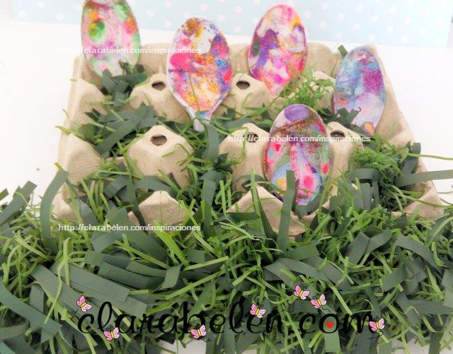 Huevos de Pascua para niños con cucharas de plastico