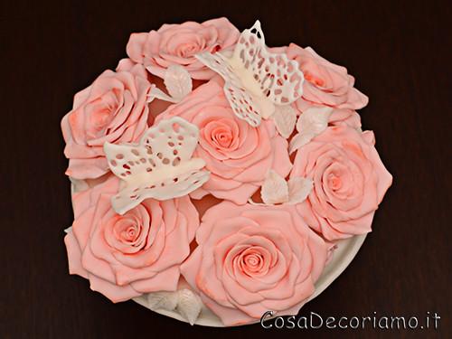 Torte - 50 - Topper rose e farfalle in ghiaccia reale