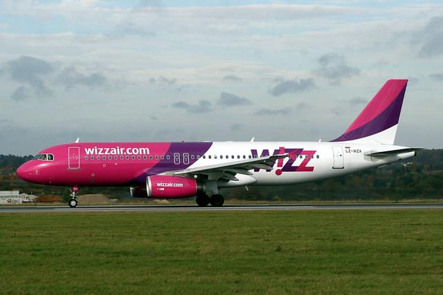 LZ-WZA A320 2571 LTN 1-Nov-07