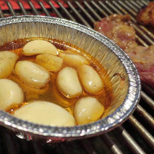 ガーリックのホイル焼き。厚めの牛肉と一緒に食べると、ステーキみたい。 #甘太郎 #焼肉食べ放題