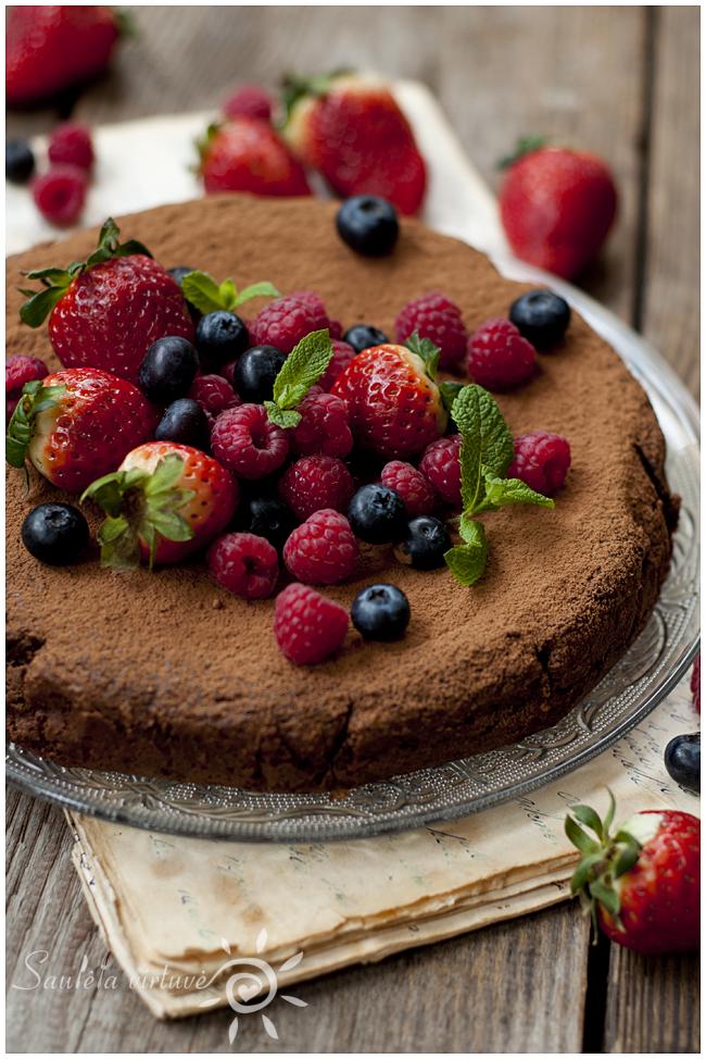 Šokoladinis migdolų miltų pyragas (3)