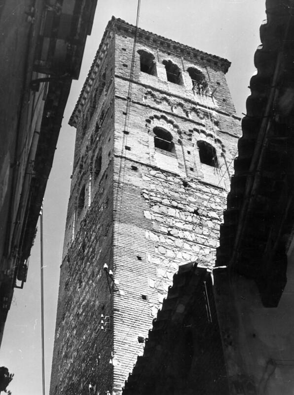 Torre de Santo Tomé en 1952. Fotografía de Erika Groth-Schmachtenberger © Universitätsbibliothek Augsburg