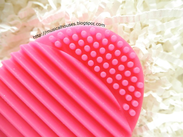 Brush Egg Dupe Daiso Egg Laundry Board Close Up
