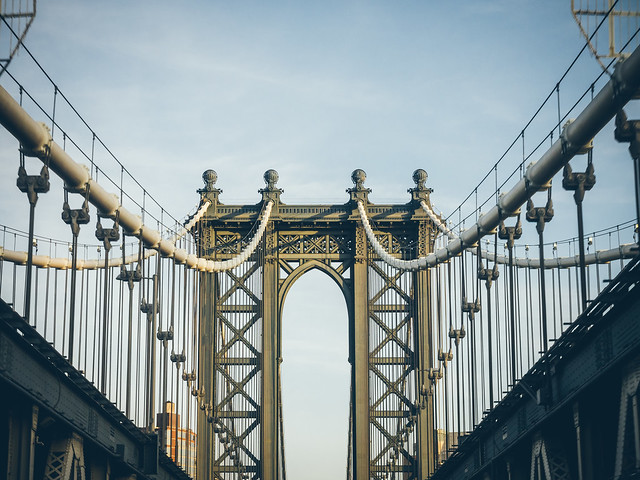 { Manhattan Bridge }