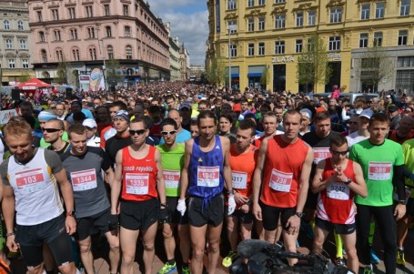 Větrný Brněnský půlmaraton ovládli domácí závodníci