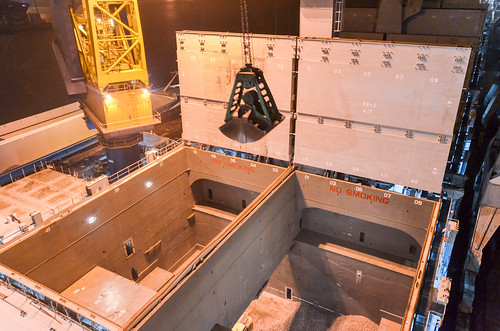 Unloading the bulk cargo from the hold space