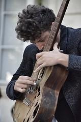 Festival d'Avignon, admirable musicien jouant Asturias.