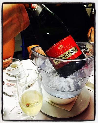 #dacozinhaontour #dcbyjoebest #dacozinha  #denorteasul #festaContinente #tascaPortuguesa #tonycarreira #mangualde #bubbles #party #grandfinale #champagne