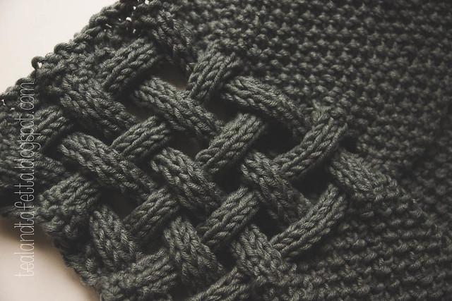 Grauer Geflochtener Schal