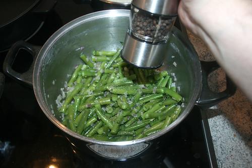 65 - Bohnen mit Salz & Pfeffer abschmecken / Taste beans with salt & pepper