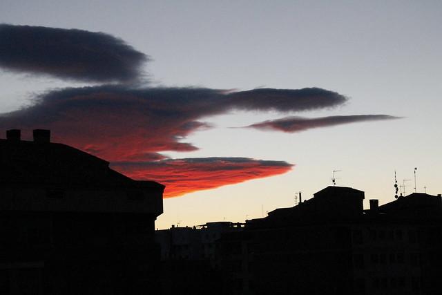 cielo con nubes rojas