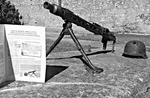 definition of machine gun