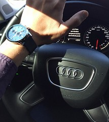 ¡Listos para el fin del mundo y estrenando reloj para que contar los últimos minutos que nos queda! ¡En sus marcas, listos, fuera! #Audi #FindelMundo #Watches #Menaccessories