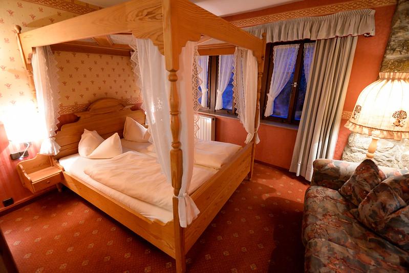 【房間】床鋪還有蚊帳,真是太古典了