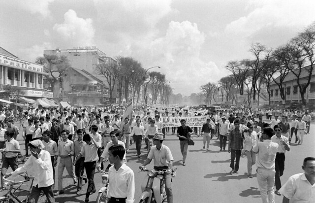 Saigon Demonstrations (Oct 4, 1967) by Co Rentmeester