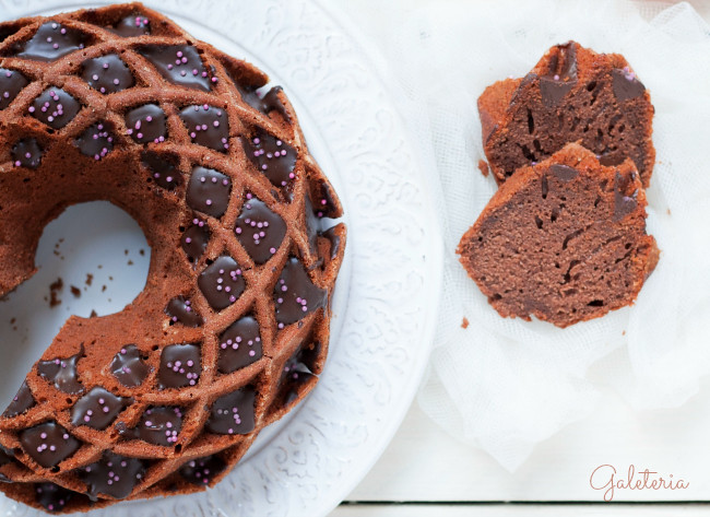 bundt cake de tomate y chocolate