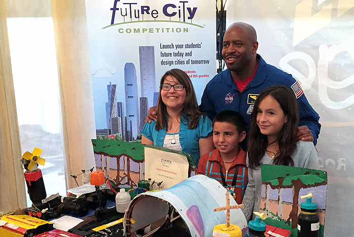 Sixth-graders Casandra Dauz, José Valdez and Jaleena Rolon (left to right) with astronaut Leland Melvin at the 2015 White House Science Fair.
