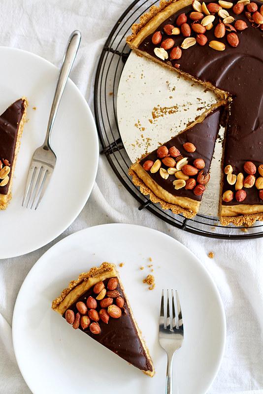 Chocolate Peanut Butter Pretzel Tart | girlversusdough.com @girlversusdough