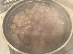 沸騰したお湯で3~5分ほど煮ます