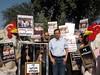 הפגנה מול הכנסת עם דב חנין 2010