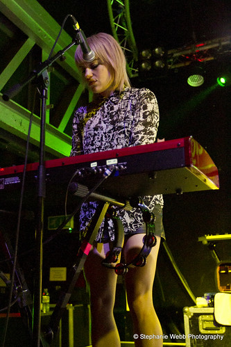 Anna Bulbrook of The Airborne Toxic Event, Glasgow. Photo by Stephanie.