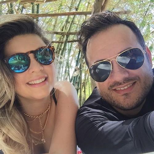 Essa foto ficou foda pakas!!!! Momentos de felicidade ao lado da minha linda esposa!!!  #nofilter  #travel #trip #blogtravel  #travelblog  #alagoas #maceio #casacaiada  #vacation   @socasais_