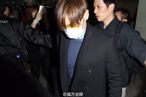 TOP Arrival HK 2015-03-13 by 魔方全媒 Weibo 02