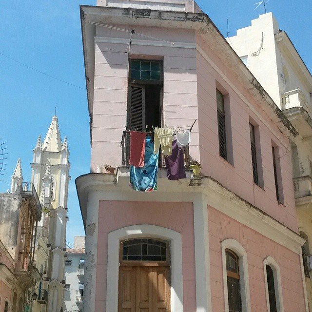 vaaleanpunainen talo, Havanna, Kuuba