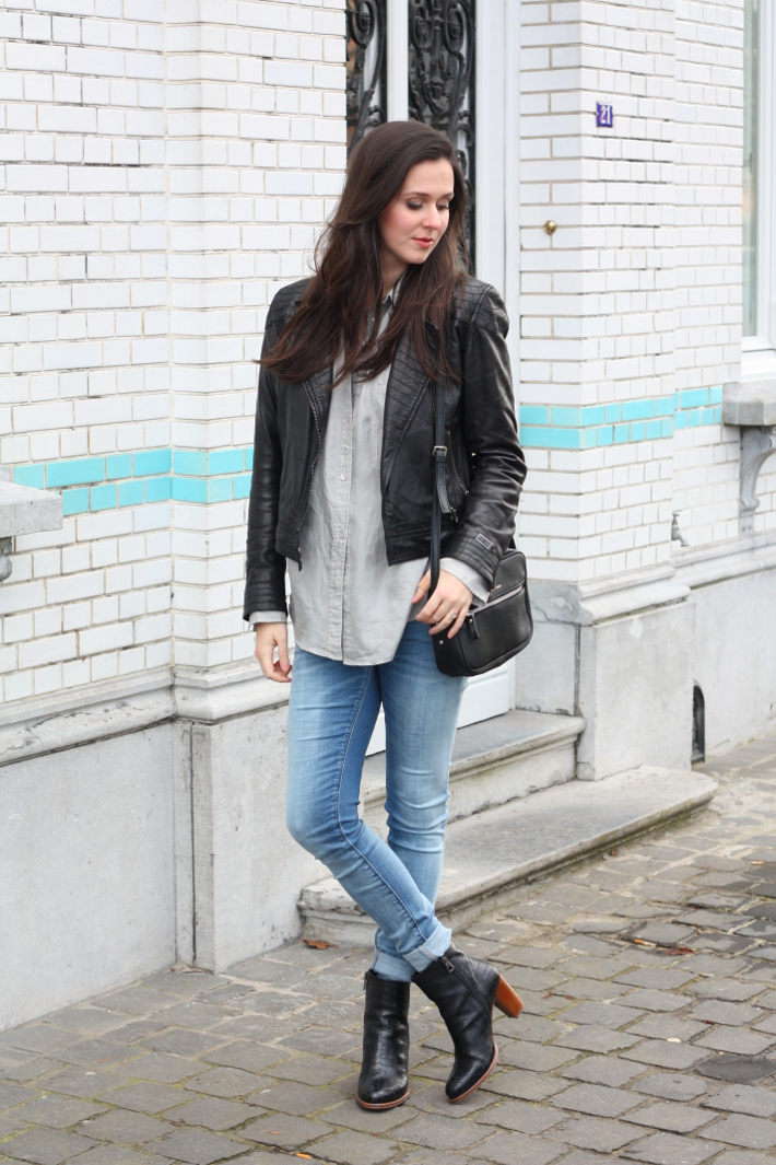 Outfit: Leather jacket, skinnies and silk