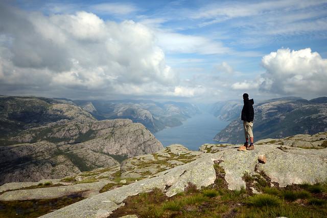 Fotografía mojabragas de Manolito frente al fiordo Lysefjord