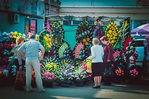 Замість квітів— милостиню