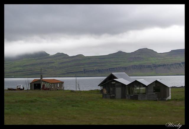 Casas antiguas en Fiordo Fáskrúðsfjörður