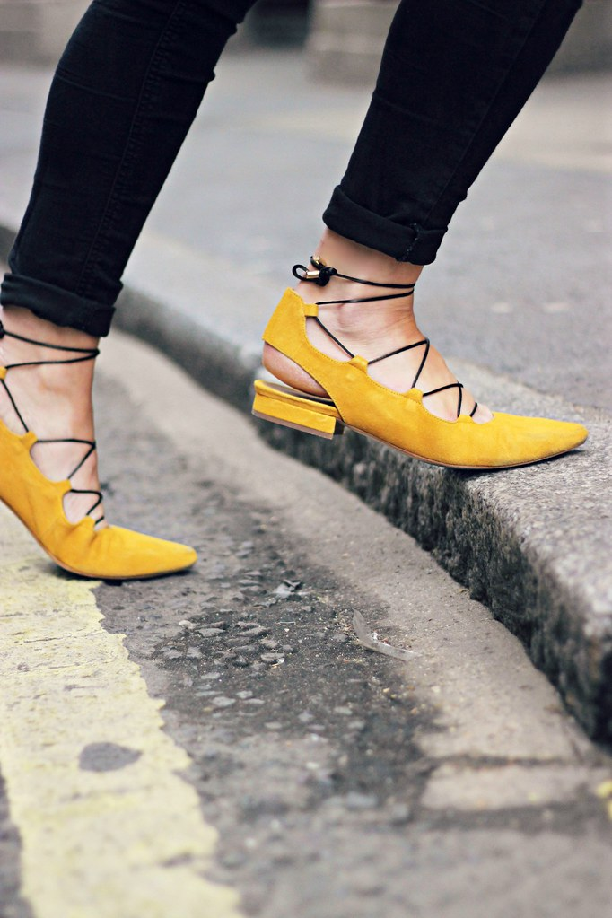 Sarenza yellow suede lace up shoes 11